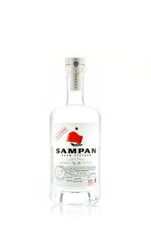 rhum-vietnam-sampan-65°-bouteille.jpg